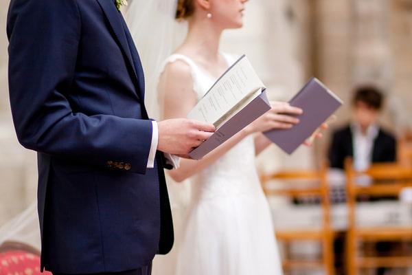 Hochzeitskarten und Kirchenhefte