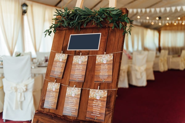 Saalplan und Tischplan für die Hochzeit