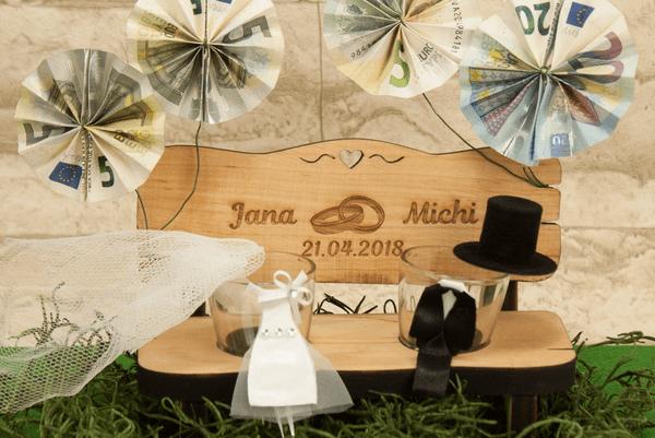 Schnapsbank für Brautpaare als Hochzeitsgeschenk Idee