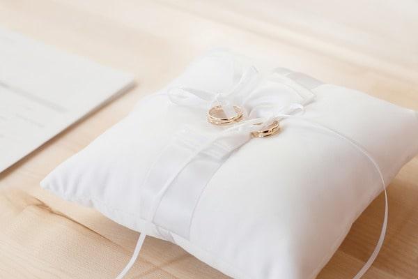 Ringkissen für Trauringe, Eheringe, Hochzeitsringe bei der Hochzeit